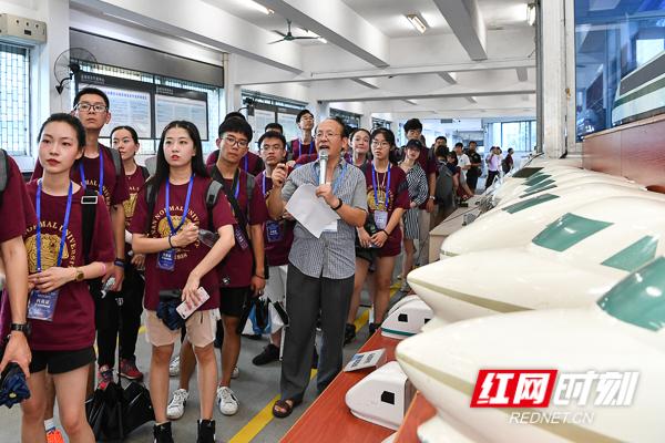 有图有视频!500千米/小时的中国速度惊呆俄罗斯青年