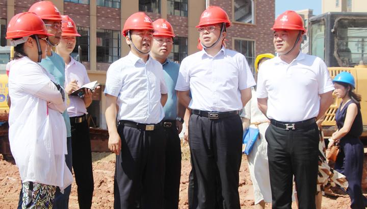 傅国平调度天易经开区重点项目建设工作