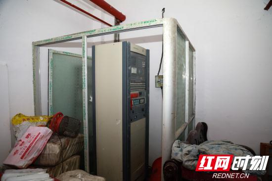 【平安消防】消防设施损坏 消防控制室上锁 张家界新峰市场火患使人忧