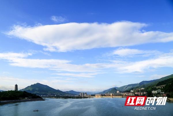 """这里是首个""""中国和文化之乡"""",也是让人放""""心""""的""""国际慢城""""。 山水洲城 美好双牌 张宏/摄。"""