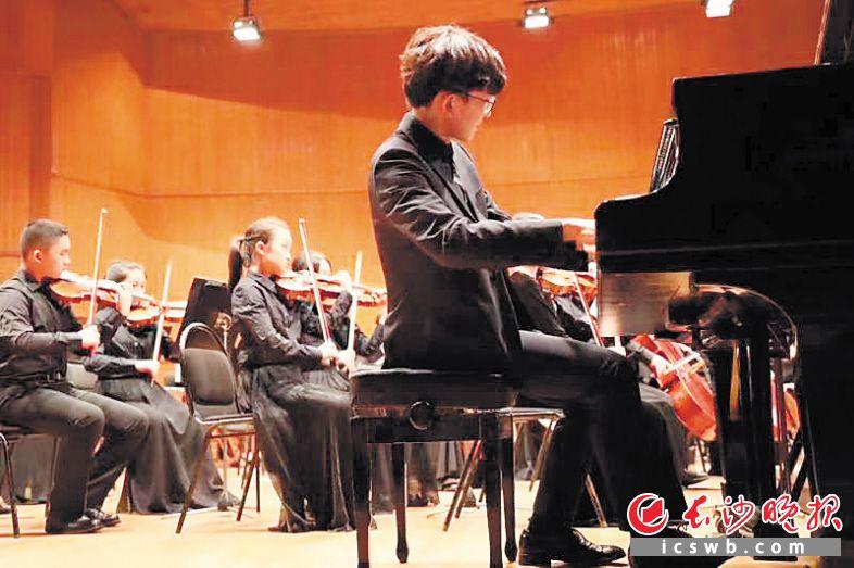 7月25日起,长沙交响乐团附属青少年管弦乐团在久负盛名的艺术之国俄罗斯进行为期8天的巡演。图为演出现场。  李佳蔚供图