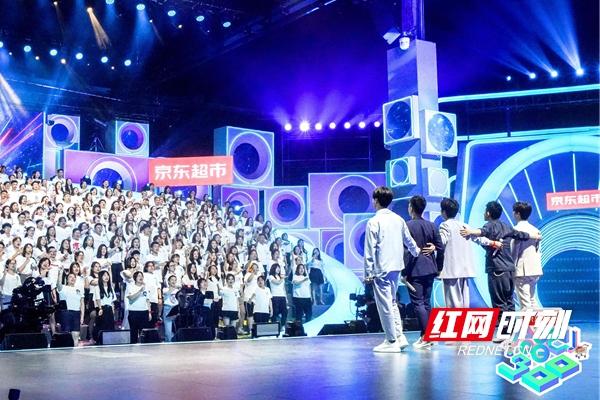 《合唱吧!300》07快乐男声与300合唱团.jpg
