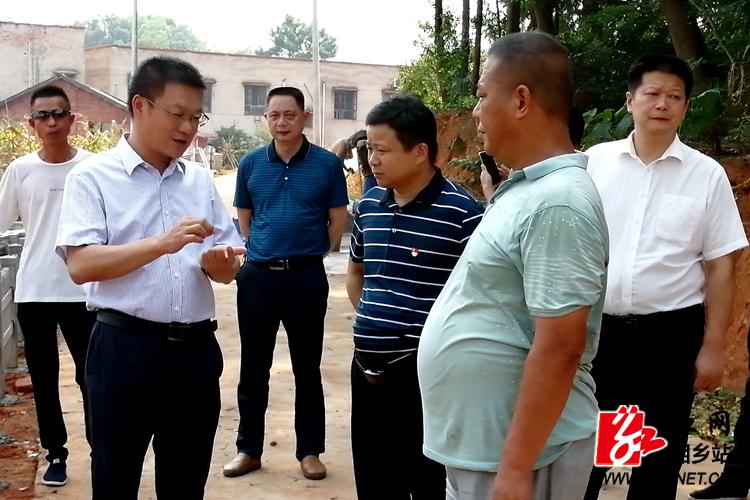 周俊文:持续有力推进农村人居环境整治工作