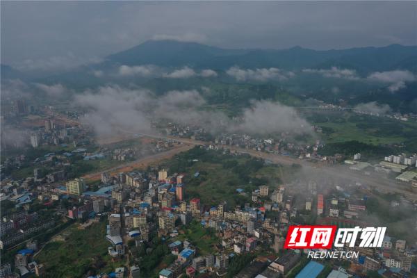 蓝山一日:云雾缥缈大雨后