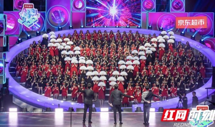 """《合唱吧!300》""""聲入人心""""上演大型歌劇現場"""