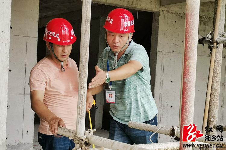 【高温下的奋斗者】监督工程师:穿梭施工现场 守护质量安全