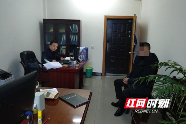 2018年3月7日,贺宁在纪检组办公室与市城管局下属单位相关负责人进行谈话。.jpg
