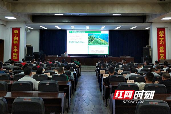齐爱社在永州市产业扶贫总经理培训班上作专题讲座