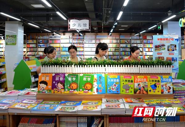 """邵阳:图书馆化身为暑期""""全民阅读""""网红馆"""