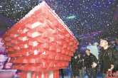 Visitors Enjoy Ice Sculptures in Changsha