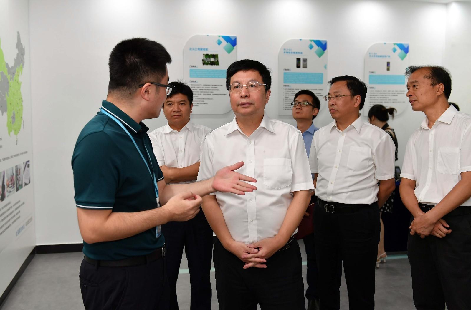 胡衡华调研集成电路产业链工作