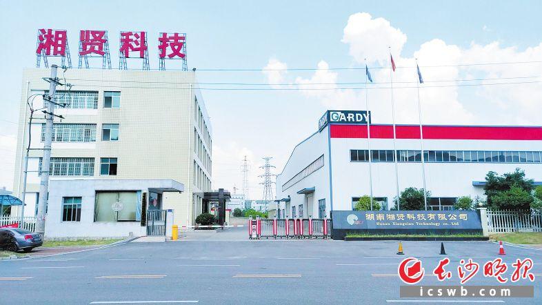 位于浏阳高新区的湖南湘贤科技有限公司已实现石墨烯产品低成本量产。图为该公司生产车间。长沙晚报通讯员 周逢波 摄