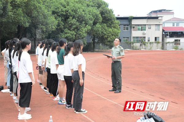 永州36名应征女青年参加女兵体能测试及综合素质考评