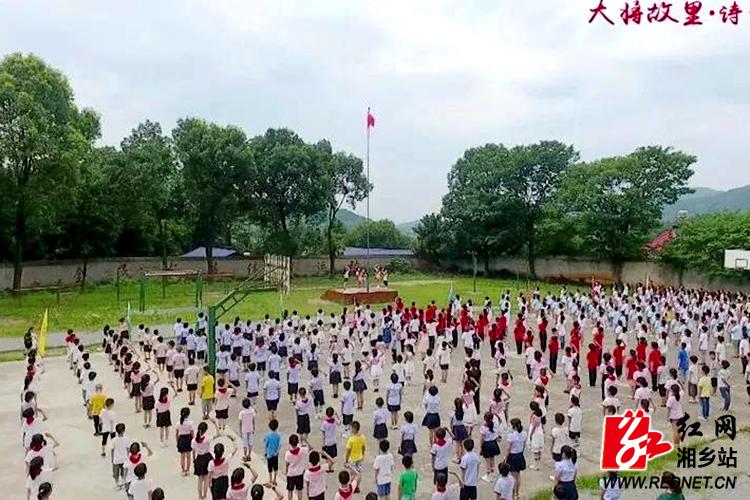 龙洞人民齐唱《我和我的祖国》?献礼新中国成立70周年