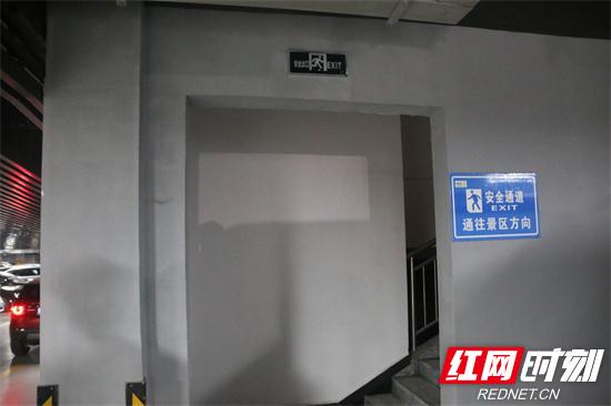 安全疏散通道未设置防火门.jpg