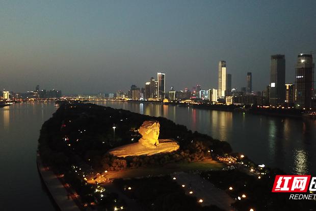 Charming night scenery of Orange Island and Xiangjiang River
