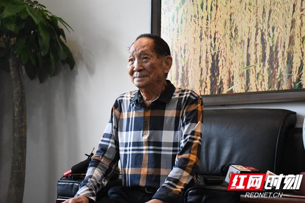 近日,袁隆平在长沙接受媒体采访.JPG