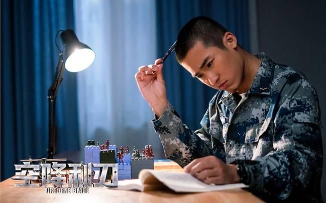 《空降利刃》歼-10战机亮相 贾乃亮演绎军人情结