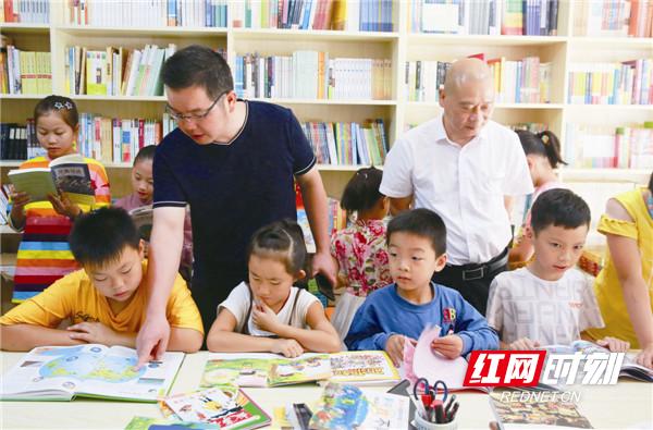 宁乡市一教师自掏腰包建公益书屋获群众点赞