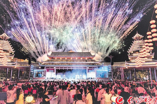 Tourists come to Fantawild Adventure Amusement Park in Mid-Autumn Festival