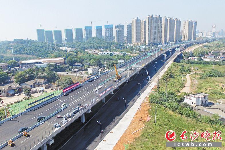 湘府路快速路花侯路以西段主线已具备通车条件。长沙晚报全媒体记者 王志伟 摄