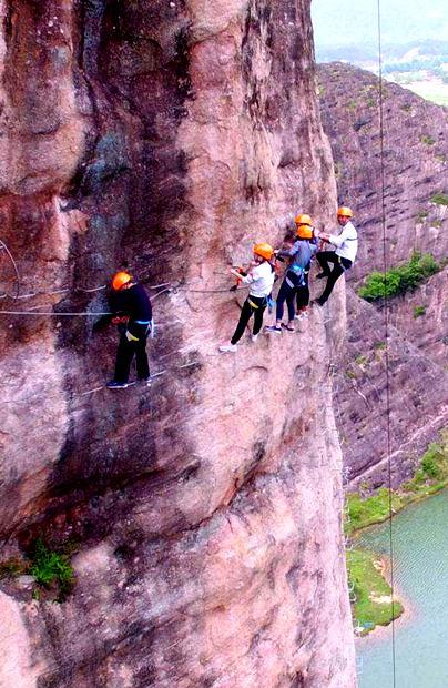 《徒手攀岩》上映 湖南这些攀岩地惊险又刺激