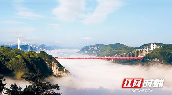矮寨大桥-中国超级工程1.jpg