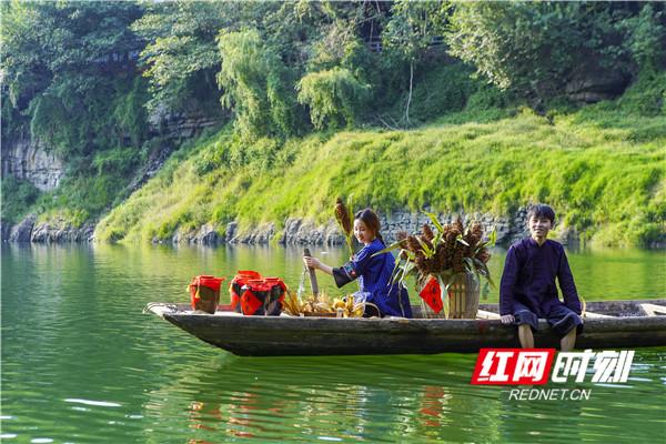 文/红网时刻记者 唐频辉 湘西的流水比不了长江黄河的洪流浩荡,气势恢宏,然而湘西到处溪沟纵横,水流决决,百转千回。摄影/陈爱民