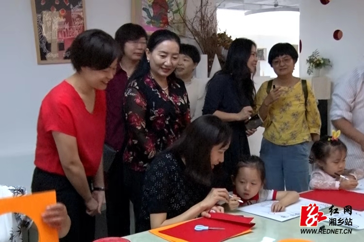 云南省妇联来湘乡交流妇联改革工作
