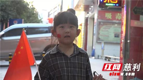 """【我和我的祖国】国庆氛围浓!""""中国红""""装点慈利大街小巷"""