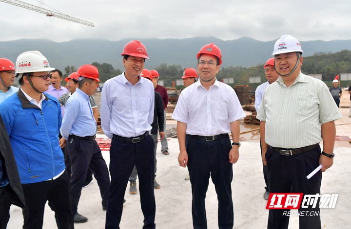 刘革安调研高铁站场和芙蓉学校建设
