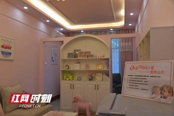 """中国电信怀化分公司工会建设的""""妈妈爱心小屋""""极大地方便了哺乳期女员工喂哺孩子。_副本.jpg"""