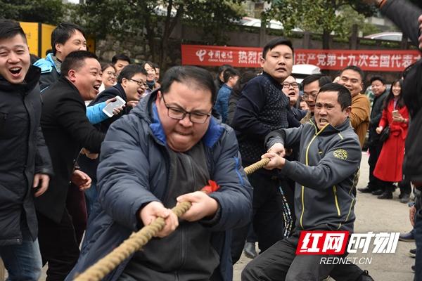 中国电信怀化分公司每年都要开展丰富多彩的员工活动,激发企业凝聚力和活力。_副本.jpg