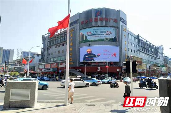 商场LED显示屏播放消防公益广告.jpg