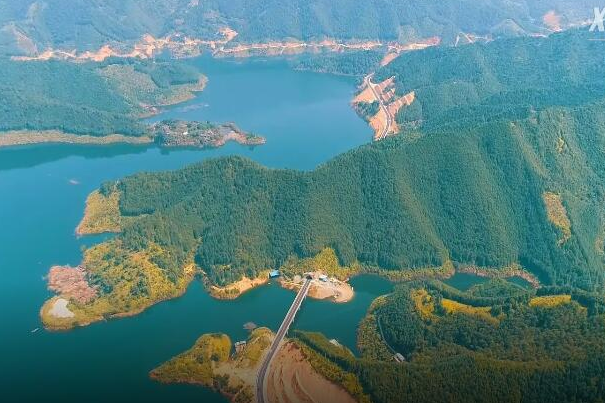Gorgeous scenery along newly built highway in C. China