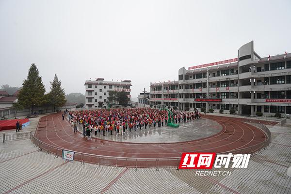 湘西花垣县的麻栗场镇中心小学。