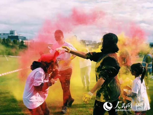 全英华人彩色跑活动在伦敦举行