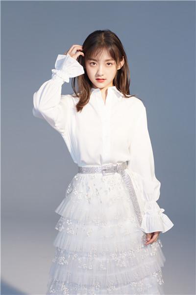 屠芷莹,1999年10月16日出生于安徽,现就读于中央戏剧学院戏剧表演专业。