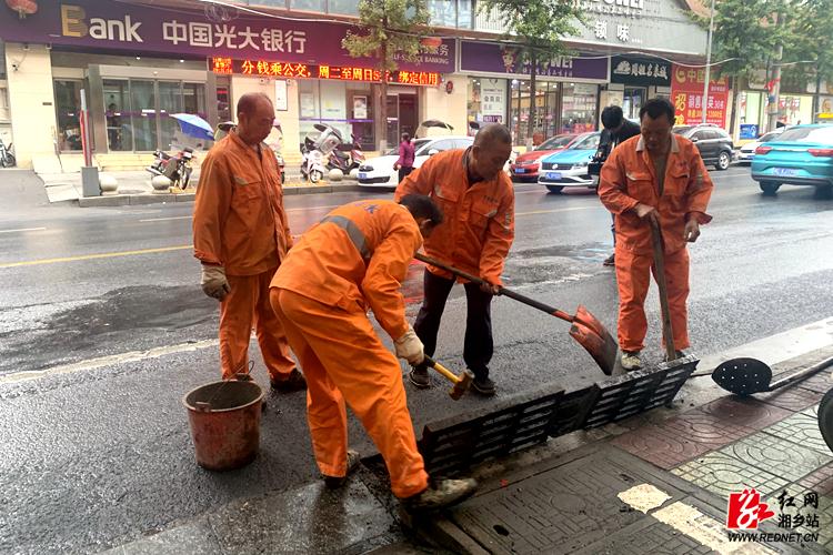 【文明创建】市政维修精细化  市民生活更舒适
