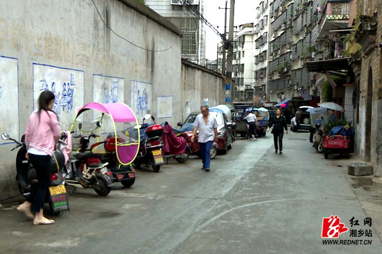 【文明创建】整治马路市场 营造良好市容环境
