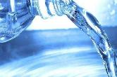 喝瓶装水可致癌? 业内专家:谣言!