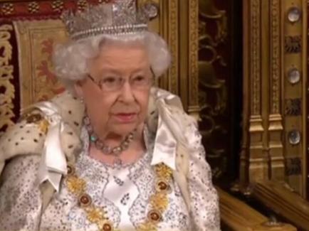 """英女王发表议会演讲:政府首要任务是确保英国按期""""脱欧"""""""
