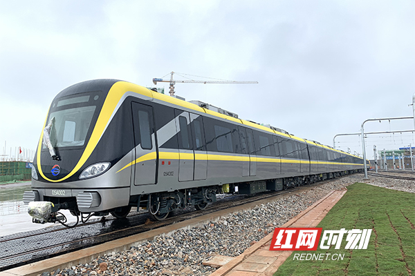 5号线列车来了!身披黄色战甲