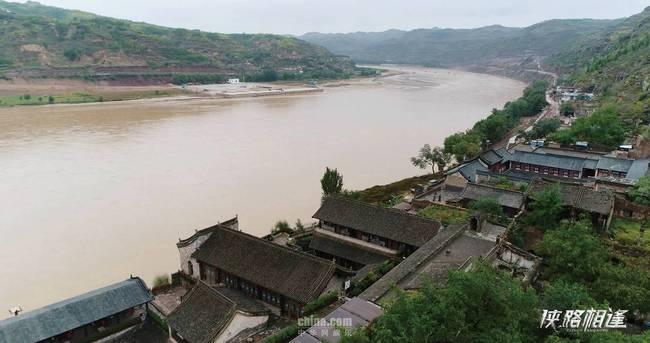 《侠路相逢》上映 姜武邵兵演绎黄河边的罪案故事