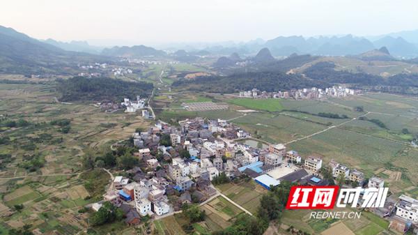 鸟瞰永州市宁远县和平村。.jpg