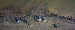 长沙中学生净滩湘江 1小时捡拾垃圾17公斤