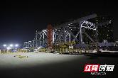 深圳地铁6号线千吨钢桁梁桥体顶推顺利完成 属全国首例