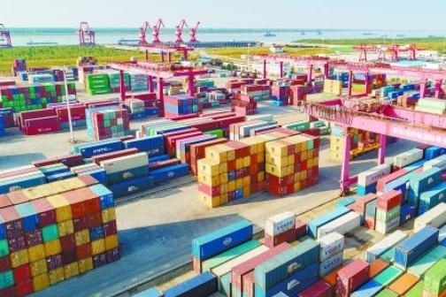 今年前三季度城陵矶口岸集装箱吞吐量38.4万标箱