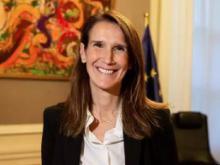 比利时任命首名女首相