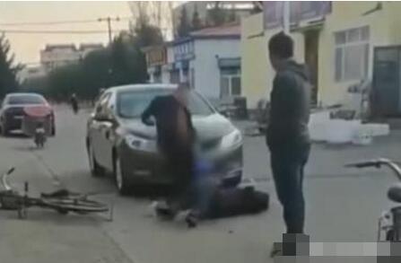 醉驾撞老人踹29脚 老人昏迷被送医 施暴男子被刑拘
